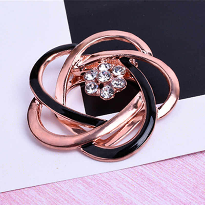 2019 Fashion Design Crystal flowers Brooches pins sweet cute scarves deduction shawl buckle female Brooches Special price