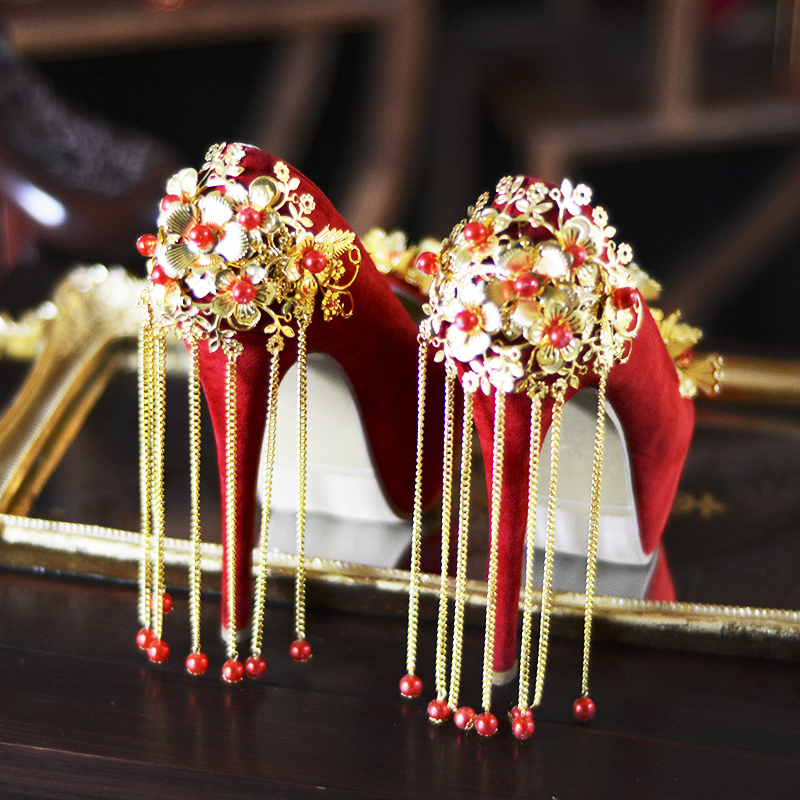 цена на 2018 New Women's Wedding Shoes Chinese Red High-heeled Shoes Woman Crystal Tassel Platform Pumps Zapatos Mujer High Heels