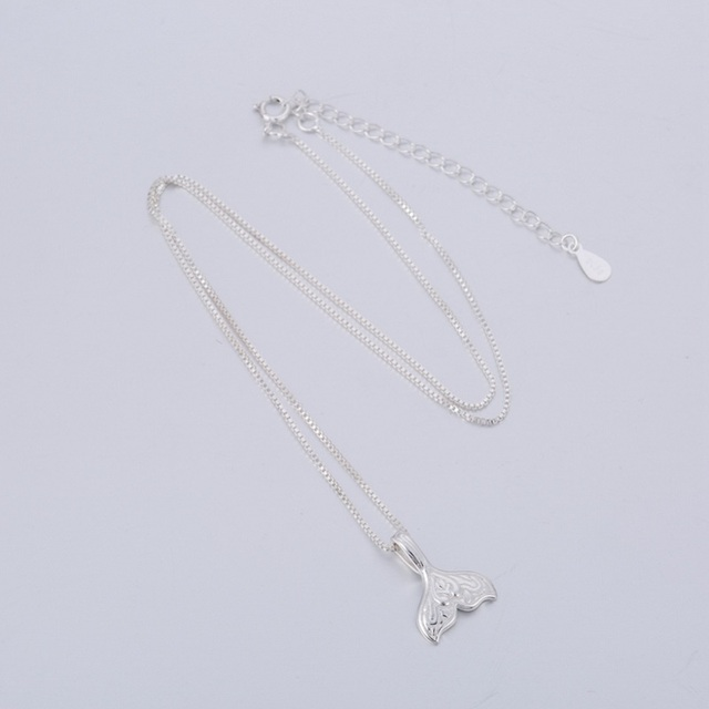 Women's Whale Tail Chain Necklace 2