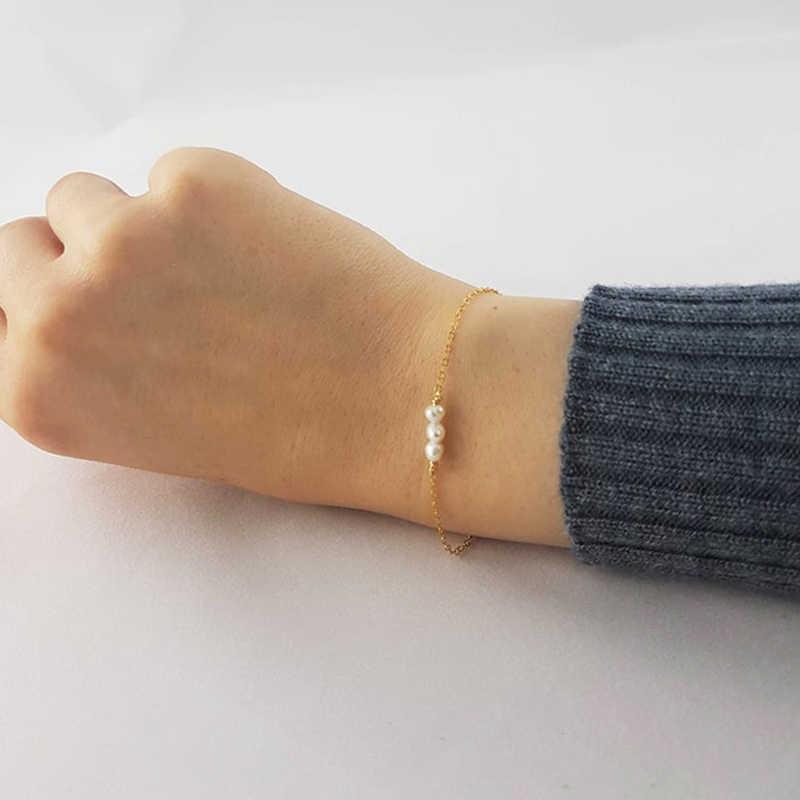Dainty minimalne małe słodkowodne bransoletki z pereł dla kobiet moda złoty kolor łańcucha Tiny Pearl bransoletka prezent ślubny dla nowożeńców