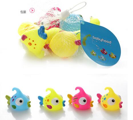 Squzze Sounding Dabbling brinquedo pequeno peixe de água spray Crianças conjunto de brinquedos de banho colorido peixe engraçado Crianças jogo dos desenhos animados 2016