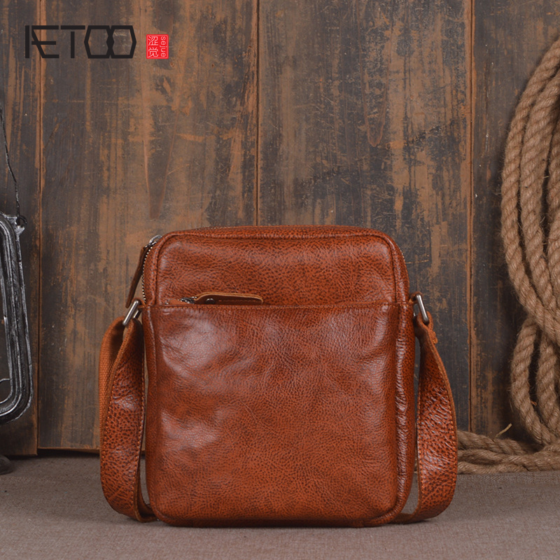 AETOO New Korean version of the influx of men's first layer of vegetables tanned leather shoulder bag summer leisure lady Messen aetoo first layer of leather shoulder bag female leather 2017 new wild korean version of the tide leisure mini college wind back