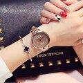 Moda Estrellado Arenas de Negocios Temperamento Sencillo Cinturón Diamante Tabla Reloj de Cuarzo relogio feminino montre femme relogio Regalo
