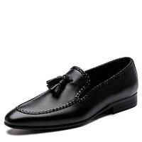 Официальная Мужская обувь Острый носок черный деловая модельная обувь натуральная кожа мужской костюм обувь плетеная кисточка для мужчин