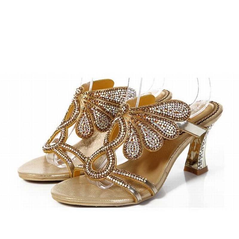 ab26c34ee ساخنة جديدة 2016 النساء أزياء سميكة عالية الكعب الصنادل الذهب مصارع حجر  الراين النعال الكريستال الماس السيدات الحلو زهرة الأحذية