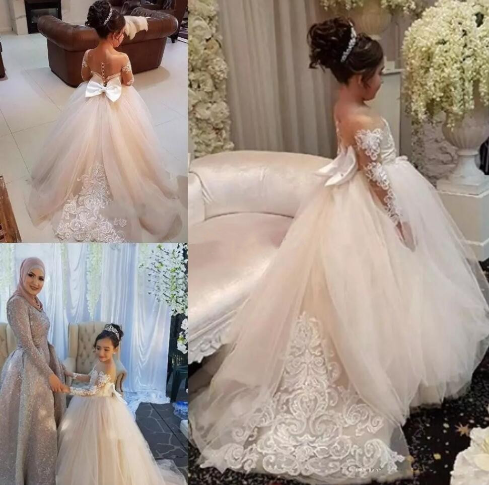 Lovely Flower Girl Dress For Wedding Long Sleeves Lace Appliques Big Bow Sheer Neck First Communion Dress Girls Pageant Gown