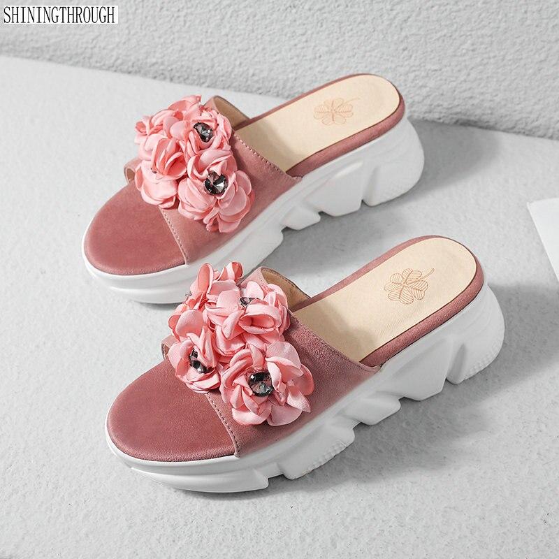 Ayakk.'ten Terlikler'de 2019 kadın Terlik Yaz Plaj rahat ayakkabılar Kızlar çiçek Takozlar Terlik moda makosen ayakkabılar Platformu mujer slaytlar kadın kayrak'da  Grup 1