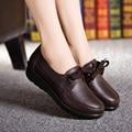 2016 весной и осенью мода кружева мать обувь мягкое дно non-slip черный рабочая обувь сдобы нижней склон с повседневная обувь