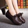 2016 de primavera y otoño moda encajes madre zapatos antideslizantes inferiores suaves zapatos de trabajo negros zapatos del mollete pendiente del fondo con zapatos casuales