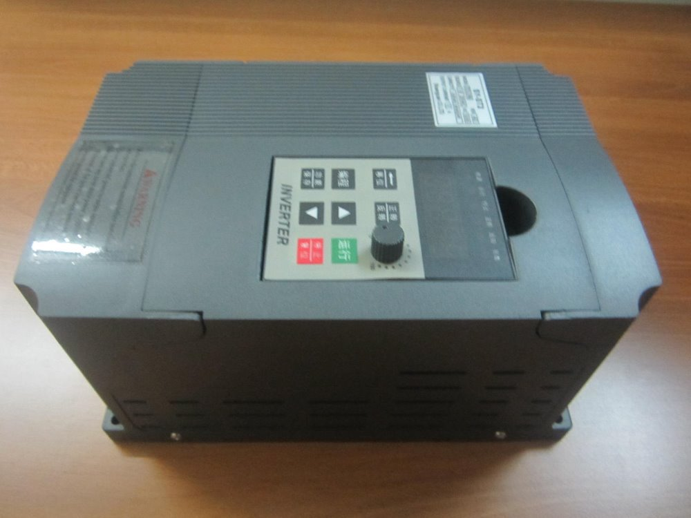 цена на 100% New Frequency converter single phase 220V in three phase out inverter 1.5KW 8A VFD ST2 Free Shipping