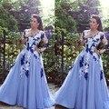 2017 Dubai Vestidos de Noche Una Línea de Cuello En V Apliques de Encaje Transparente de Manga larga Piso-Longitud Tul Azul Vestidos de Baile Árabe