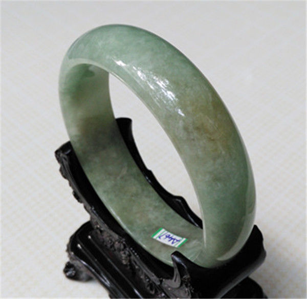 цена FREE SHIPPING>>>@@ A467 NEW 100% NATURAL stone JEWELRY GRADE BEAUTIFUL GREEN stone BRACELET 61MM NEW онлайн в 2017 году