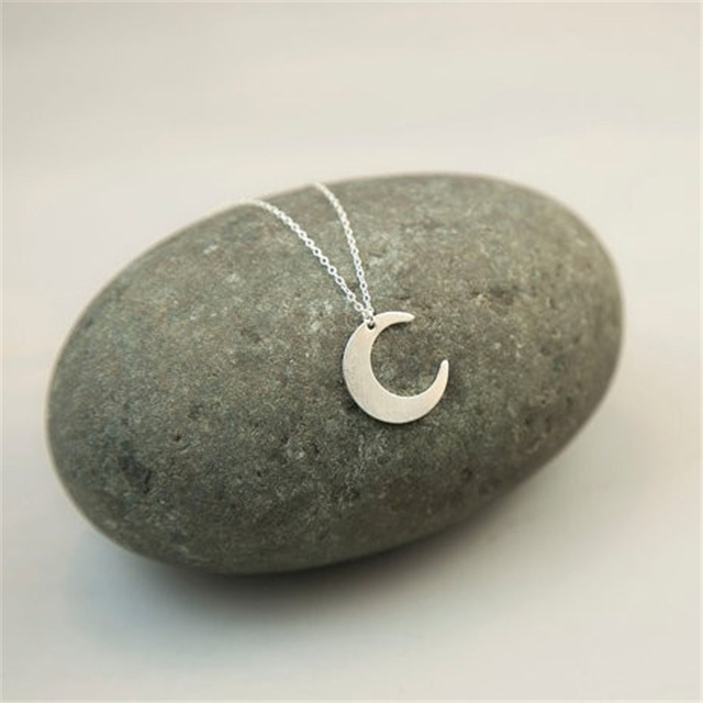 Hot Selling Simple Fashion Crescent Moon Style Female Necklaces Delicate Moon Small fresh Necklaces Pendants