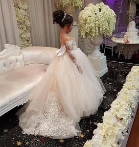 Image 2 - Đáng yêu Dài Tay Áo Cô Gái Pageant Dresses Appliques Bow Lại Bóng Gown Hoa Cô Gái Ăn Mặc Illusion Trẻ Em Sinh Nhật Đảng Mặc
