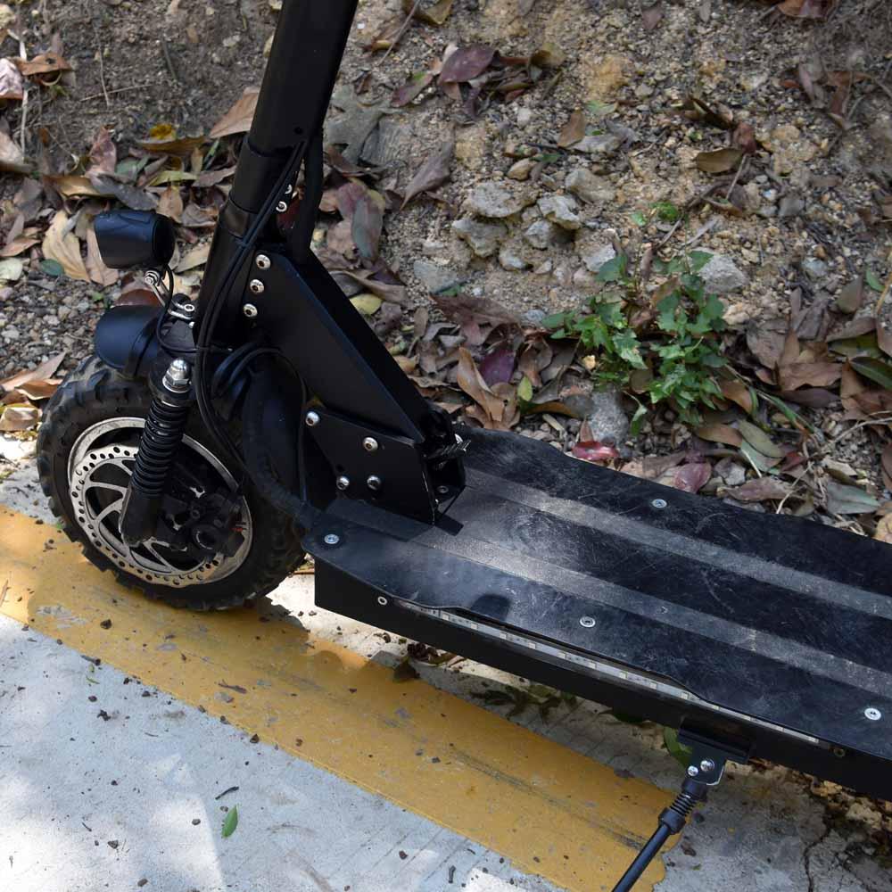 Pneu tout-terrain puissant de scooter électrique de 2 roues avec le moteur fou de la vitesse 3200 W de 85 km avec le rouleau de siège, planche à roulettes/planche à roulettes
