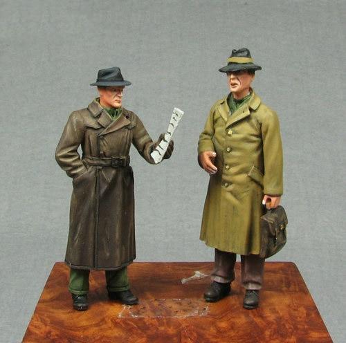 1//35 European Civilian Reading Paper WW2 Figure Unpainted Unassembled Resin Kit