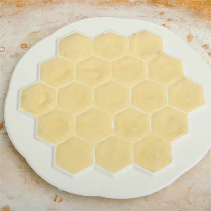 Food Grade Plastic Dumpling Mould Dough Press Ravioli DIY 19 Dumplings Maker Tool Kitchen Pastry Tool Machine