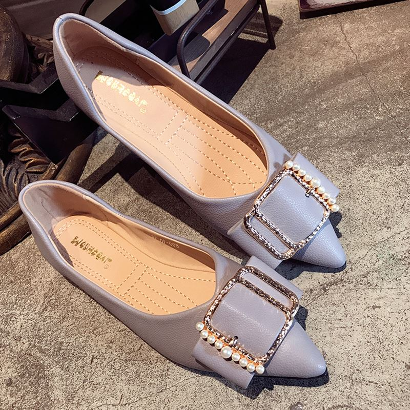 8c2e82918888 Korean Style Women s Flats Shoes Sexy Pointed Toe Metal Sequins Ballet  Shoes Ladies Pearl Shoes Slip On Loafers Women s Creepers-in Women s Flats  from Shoes ...