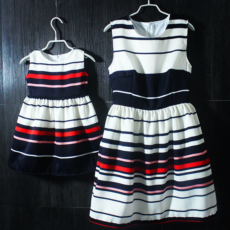 Brand design pleated striped Sleeveless skirts mom and daughter dress beach holiday sundress family look girl and mother dresses brand spring summer pink green sleeveless pleated large size skirts infant sundress daughter mother and girls family look dress