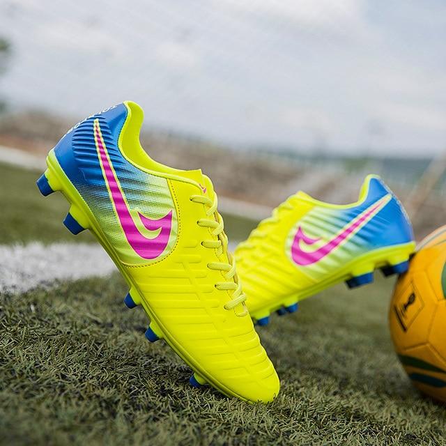 Men Soccer Shoes Sport Ronaldo Breathable Women Spikes Professional Kids  Boys Superfly VI Elite CR7 AG FG SG Football Sneakers 406585a079