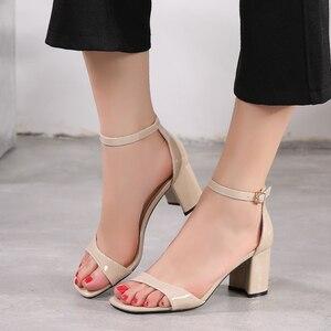 Image 2 - Zapatos de tacón alto para mujer, sandalias romanas gruesas con punta abierta, talla pequeña 31 32 33 40, estilo europeo, novedad de verano de 2019