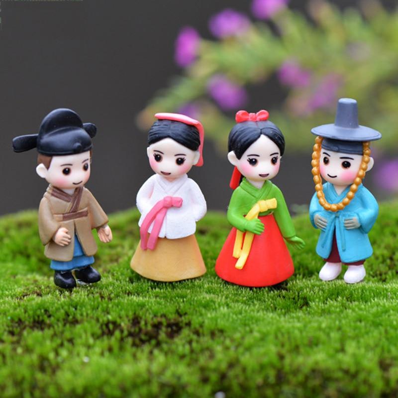Gnome Garden: Miniature South Korean Couples Fairy Garden Figurine Gnome