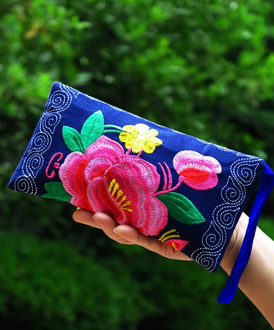 The characteristics of long double sided embroidery purse wrist bag hand bag bag folk style cotton fabric.