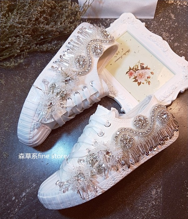 Women Shoes Flats White Crystals Pearls Tassel Rhinestone String Beaded Sequins Low Canvas Shoes Casual Streak Sneakers