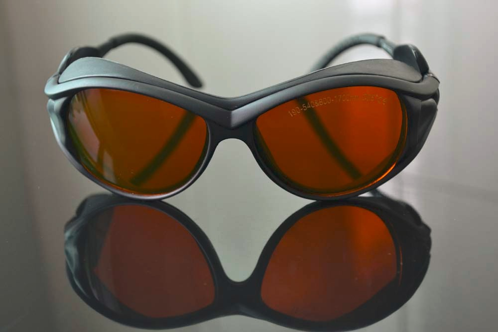 ФОТО CE certified laser safety glasses O.D 5+ FOR 190-540 & 800-1700nm high VLT and O.D 5+, Style 2