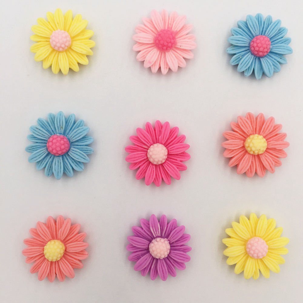 PK 10 CLEAR DAISY FLOWER GEMS FOR CARDS OR CRAFTS