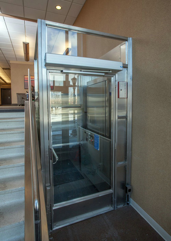 Indoor or outdoor handicap vertical platform small for Indoor elevator