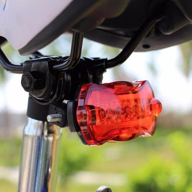 5 LED אופניים אחורי אור אופני קסדה אדום פלאש אורות מנורת אזהרת בטיחות 2 מצבי רכיבה על אופניים לייזר אחורי אור