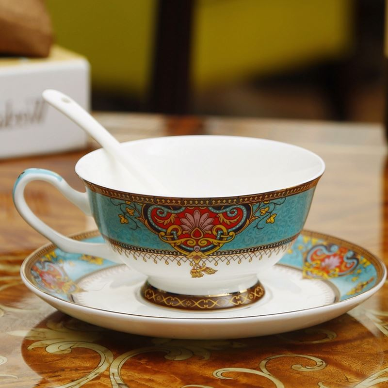 Royal Style Golden Top Grade Bone China Coffee Cup Elegant European Tea Cup Set And Saucer Afternoon Tea Teacup Nice Gift