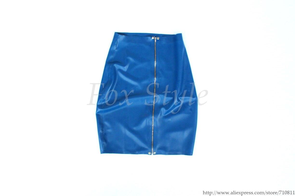 Femmes de Nouveau à la mode latex près du corps jupe en bleu couleur réel photo