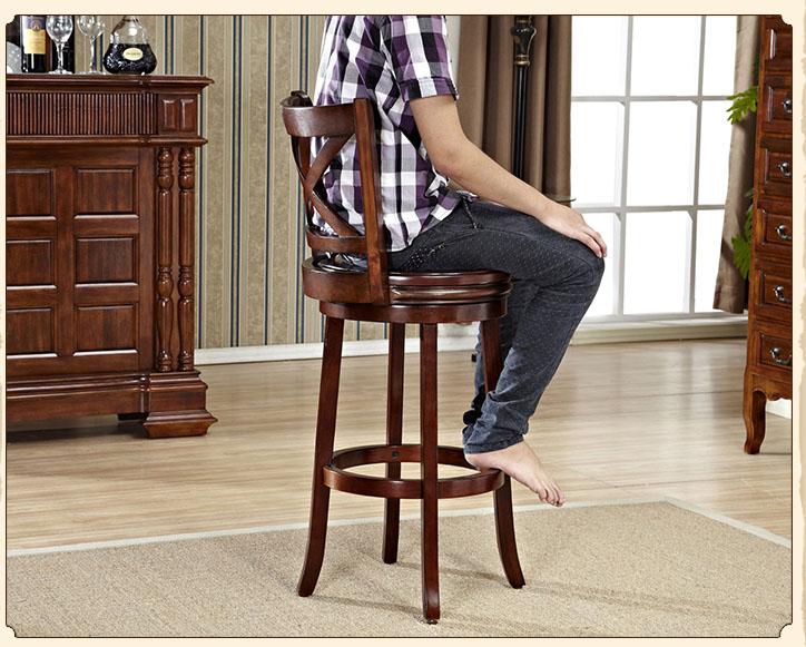 Bar cabinet in legno massello tavoli sedie lato pranzo di