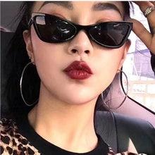 MIZHO Moda Estreito Vermelho óculos de Sol Olho de Gato Mulheres Senhoras  Do Vintage 2019 de Qualidade Pequena Bege Gradiente óc. ba76e6d700
