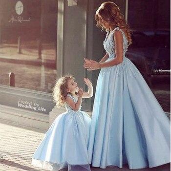 2017 הכי חדש התאמת שמלת כלה אמא בת משפחת עיצוב צד שמלת נסיכת בגדי שמלות אמא אמא ובת