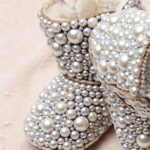 Image 2 - Dollbling Botas de perlas personalizadas para bebé, botas de perlas personalizadas hechas a mano de lujo para bebé, abalorios de marfil para invierno