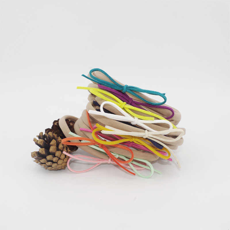 Diadema de nailon para recién nacidos BabyGirls banda elástica para el  cabello InfantToddler Suede Solid Bow 6152bb931d52