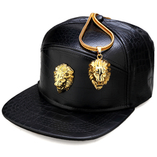 NYUK メタルゴールドライオンヘッドロゴ Pu レザー野球帽カジュアルユニセックスベルトバックルヒップホップラップ 5 パネル太陽スナップバック帽子男性女性