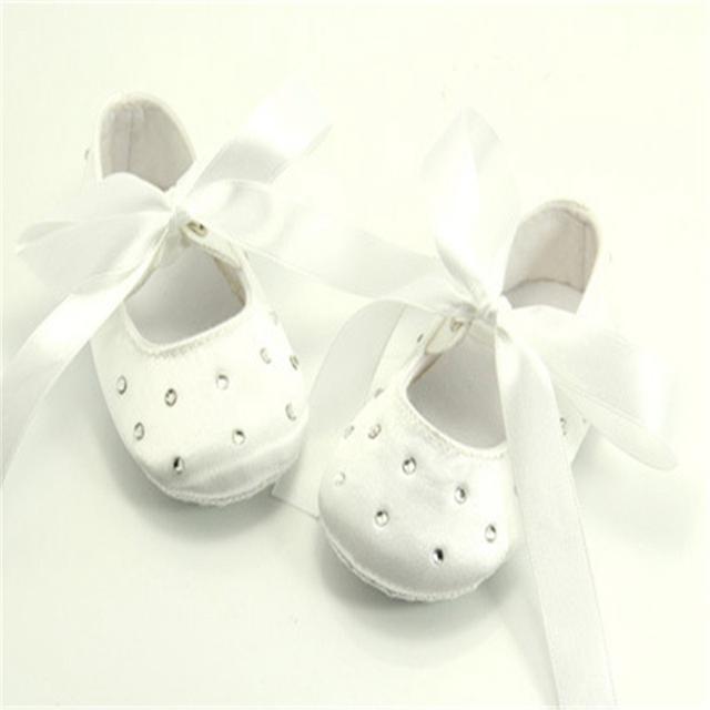 Lace batizado de cetim Lace-up Branco Princesa Das Meninas Do Bebê Sapatos Feitos À Mão de Alta Qualidade Para 0-1 Preço de Fábrica atacado