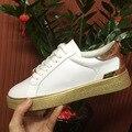 2017 primavera nuevo de las mujeres de cuero zapatos planos de encaje de oro de encaje casual estudiantes zapatos del tablero estrella con los zapatos blancos femenino