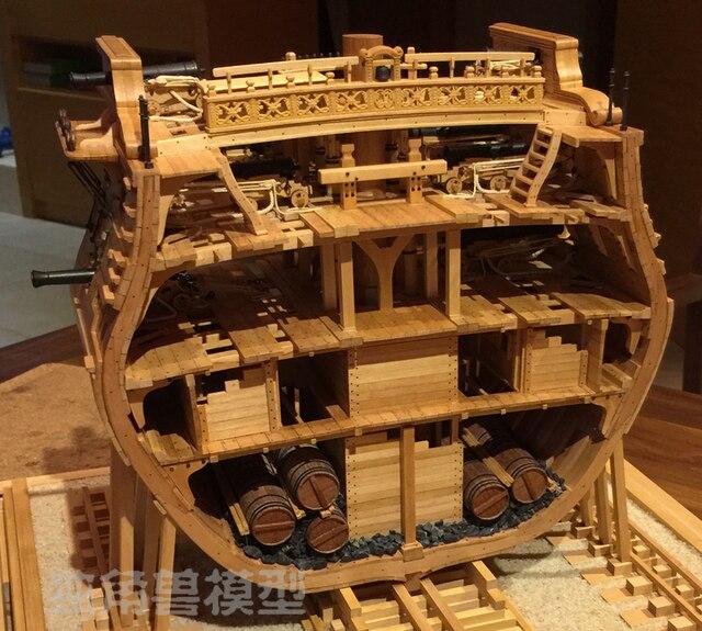 スケール1/48 uss bonhommeリチャードセクション船モデルキット + 高級内部構造装飾モデルキット + 木製の樽
