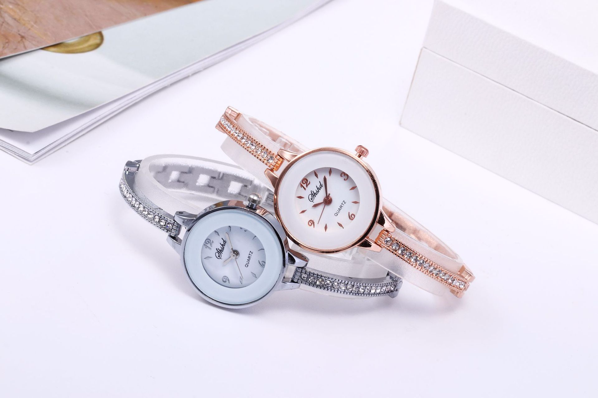New Casual Fashion Female Style Set Diamond Bracelet Bracelet Table Student Personality With Small Dial Girl Quartz Watch