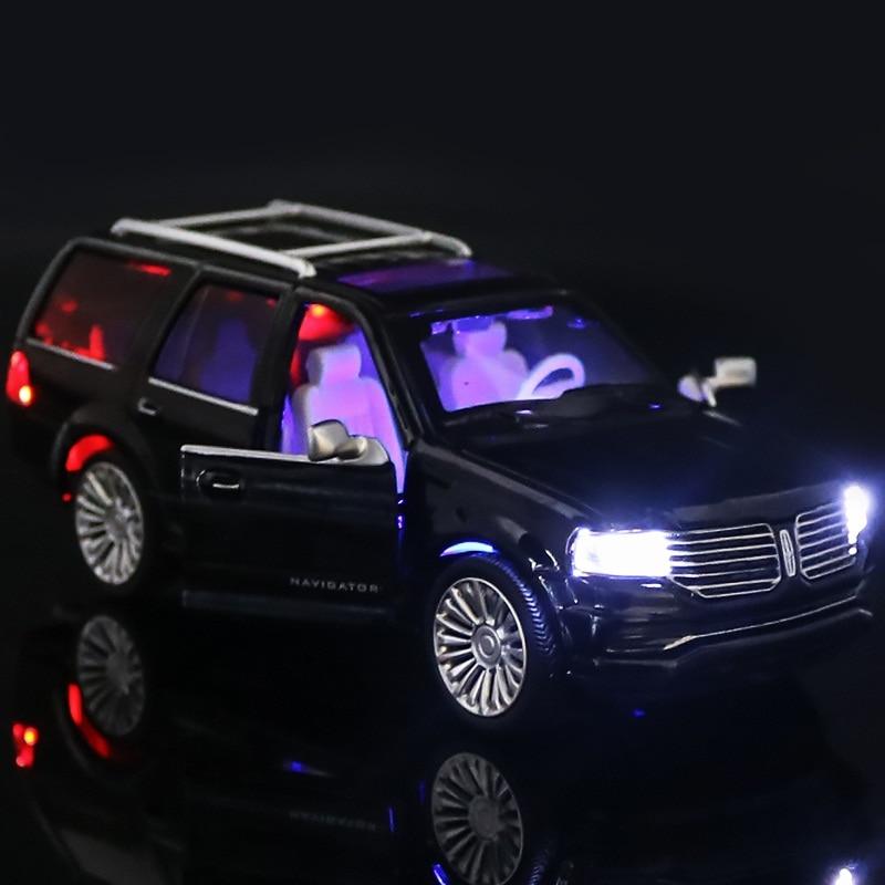 Model Cars Navigator SUV LINCOLN 2015 1:36 Sound /& Light Alloy Diecast Champagne