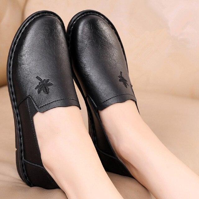 30671f8913 US $15.43 25% di SCONTO|ZZPOHE Primavera di nuovo modo madre scarpe casual  morbida e confortevole scarpe da donna inferiori anziani piatto di grandi  ...