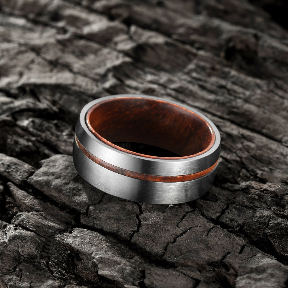 Bague en titane rainure bois Design  3