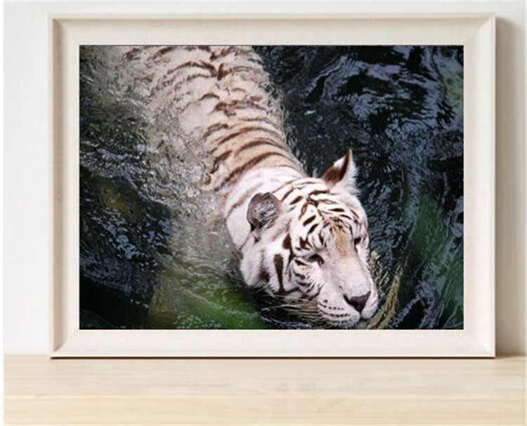 Вышивка крестом тигр на воде