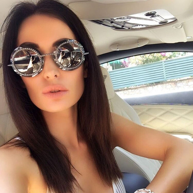9af61c9ad62e29 2018 Sans Monture lunettes de Soleil strass Femmes Vintage Lunettes de Soleil  Rondes pour Dames Rétro
