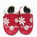 2017 Primavera Outono Bebê Meninas Chinelos de Couro Genuíno Vermelho Floral Prewalkers Infantis Primeiros Caminhantes Bebês Footcovers